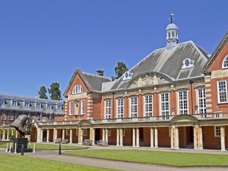 Bell, Wellington College (12 – 17 лет)